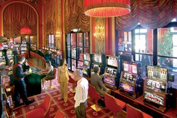 ...а в это время у видео-покера азартно играют местные пенсионеры
