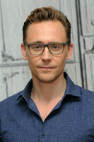 Том Хиддлстон в очках