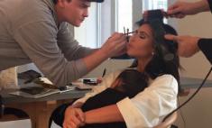 Кардашьян берет с собой годовалую дочь к стилисту