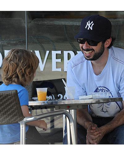 Джордан Братман (Jordan Bratman) с сыном Максом