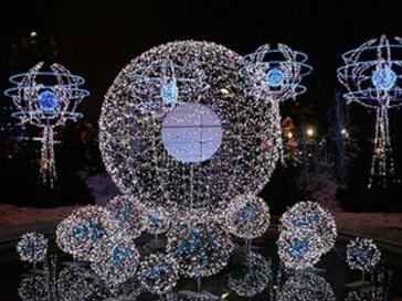 В этом году рождественская иллюминация Парижа состоит из тысяч светодиодных ламп