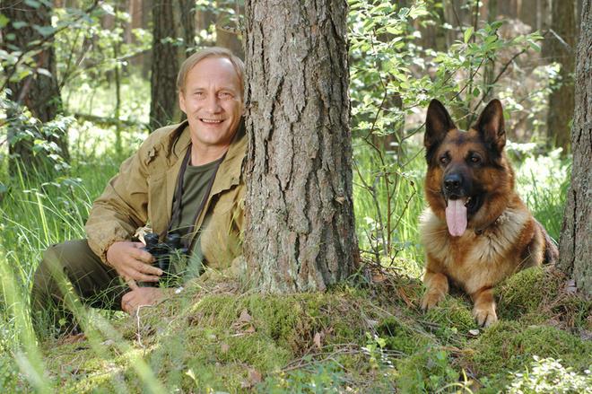 На время съемок Евгений Сидихин снял дом под Тверью и привез туда свою семью– жену и трех дочек.