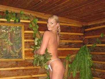 Анастасия Волочкова поздравила мужчин