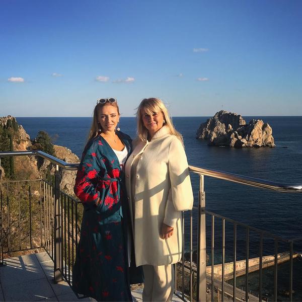 Татьяна Навка показала кадры сотдыха вкомпании мамы