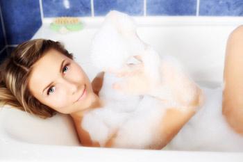 Молочные ванны увлажняют и смягчают кожу, делают ее более нежной, восстанавливают гидролипидный баланс.