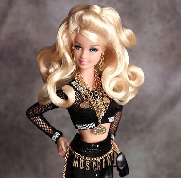 Кукла Барби в нарядах от Moschino
