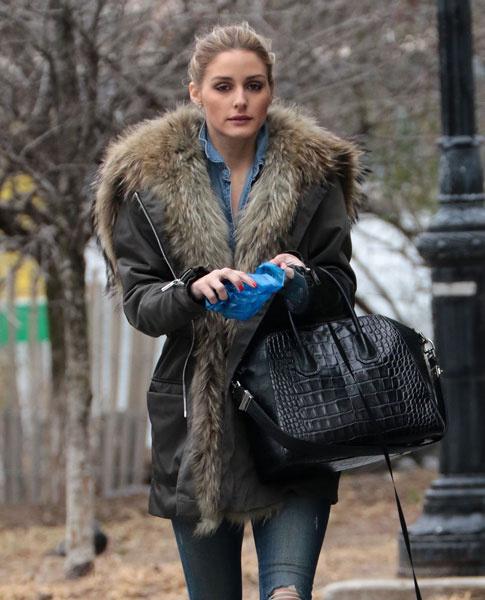 Оливия Палермо гуляет с собакой по Нью-Йорку