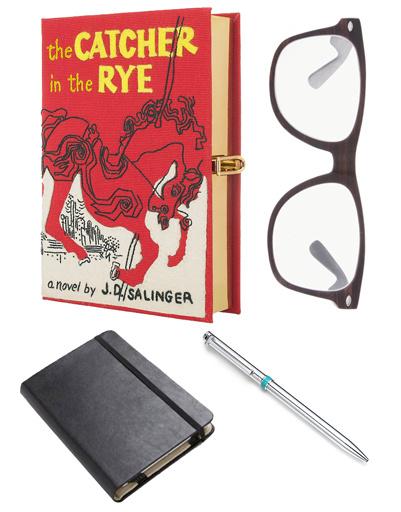 Клатч Olympia Le-Tan, очки Asos, записная книжка Moleskine, серебряная ручка Tiffany & Co