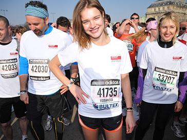 Наталья Водянова на благотворительном марафоне