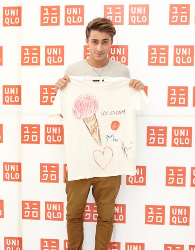 Так выглядит футболка Артема Королева для Uniqlo