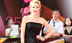 ММКФ-2013: лучшие и худшие платья звезд на красной дорожке закрытия фестиваля