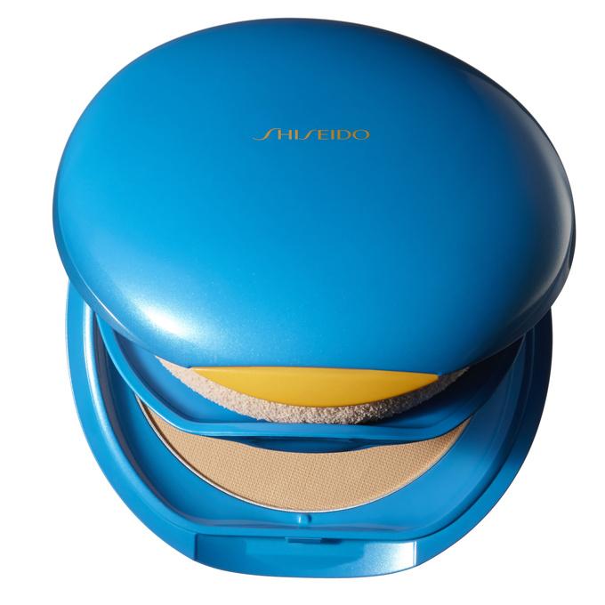 Пудра UV Protective Compact Foundation SPF 30, Shiseido, не только матирует, но и увлажняет кожу благодаря наличию в составе гиалуроновой кислоты.