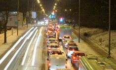 Мощный снегопад в столице парализовал движение