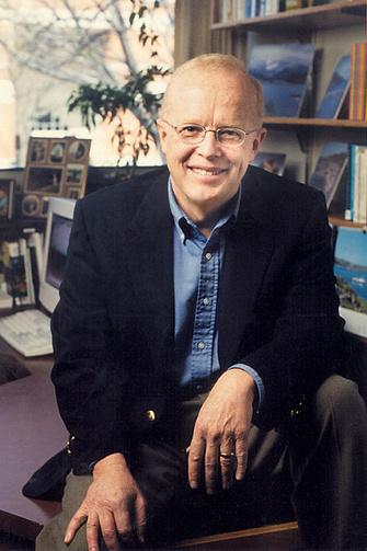 – один из ведущих социальных психологов мира, профессор HOPE COLLEGE (Мичиган, США), автор 12 книг- международных бестселлеров по различным вопросам психологии. Среди них – «Интуиция, ее сила и слабость» («Intuition, its powers and perils» Yale University Press, 2002. На русский язык не переведена ).