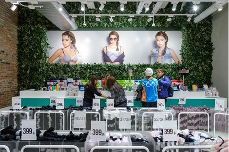 В «Европейском» открылся самый большой в Европе магазин Tezenis | галерея [1] фото [3]