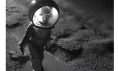 6-летняя девочка из Перми «высадилась на Луну», чтоб обратить внимание властей на проблемы с дорогами (видео)