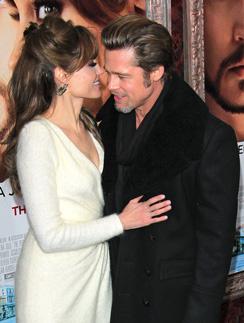 Анджелина Джоли (Angelina Jolie) не любит расставаться с Брэдом более чем на три дня.