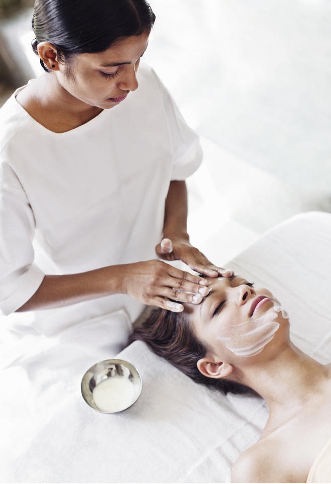 Миндальная кислота в косметологии: процедура миндального пилинга