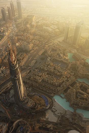«Бурж Дубай» - название не одного небоскреба, а целого комплекса с парками, бульварами и магазинами.