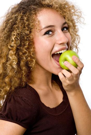 Чтобы кровь свободно циркулировала по венам, организму необходимо сбалансированное питание.
