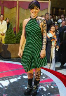 Пинк в 2002 году: хорошо, что и образ, и татуировки оказались временными!