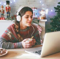 10 культовых рождественских клипов для настроения