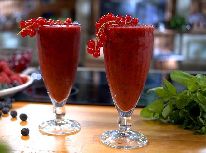 Смузи из замороженных ягод