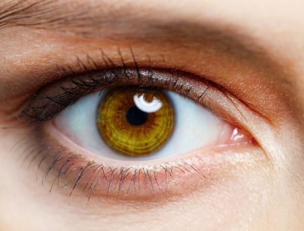 Опухшие глаза с утра: как бороться? Видео