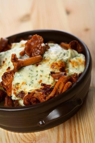 Чтобы удалить кисловатый вкус сырой мякоти, грибы отваривают в течение 20 минут.