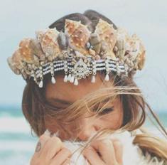 Короны и ободки как у русалок – необычный тренд лета