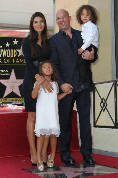Вин Дизель с подругой Паломой, дочерью и сыном