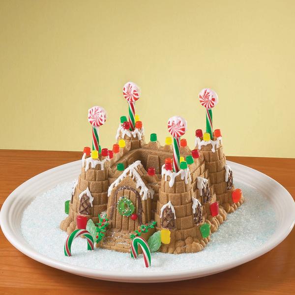 Готовый кекс-дворец с формой для выпечки от Williams & Oliver