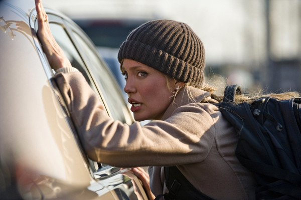 «Мне нравится поддерживать себя в форме, чтобы быть в состоянии в любой момент перейти на бег или перепрыгнуть через препятствие», – говорит Анджелина, которая, кстати, все трюки в фильме выполняла сама.