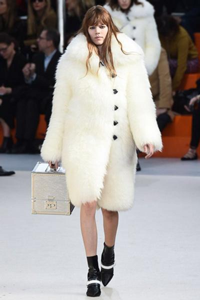 Неделя моды в Париже: показ Louis Vuitton ready-to-wear осень-зима 2015/16 | галерея [1] фото [24]