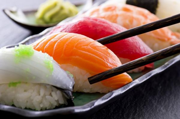 Как приготовить рыбу для суши? Видео