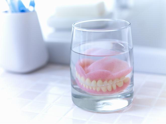 крем для фиксации зубных протезов