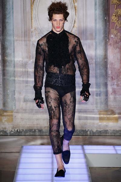 Во Флоренции прошел показ мужской коллекции Moschino | галерея [2] фото [18]