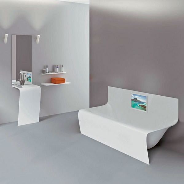 Ванна Wall Strip, кристалплант, со встроенным телевизором, Aquamass, www.aquamass.com.