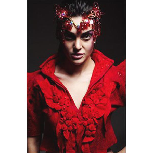 Стилист Анна Захур в одежде из коллекции «Воображариум»