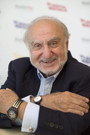 Создатель часовой империи Swatch Николас Хайек умер рано утром в своем кабинете от сердечного приступа, когда ему было 82 года.