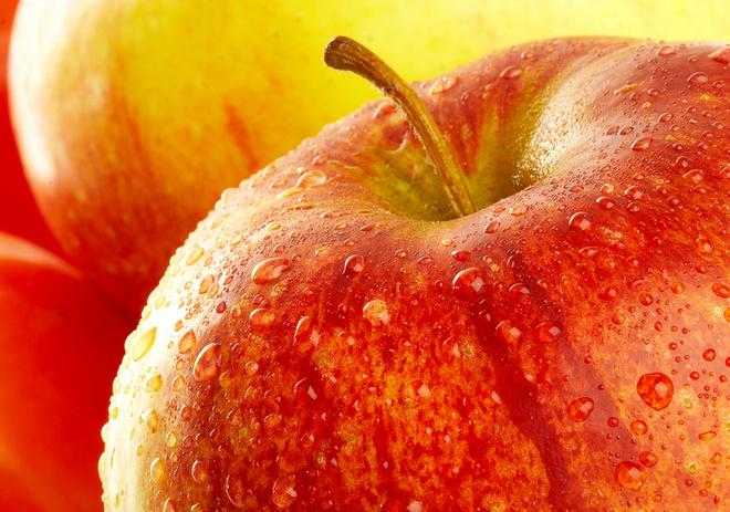Регулярно употребляя в пищу яблоки с кожурой, мы защищаем себя от рака