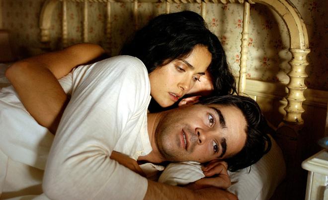 Колин Фаррелл и Сальма Хайек (кадр из фильма «Спроси у пыли»)
