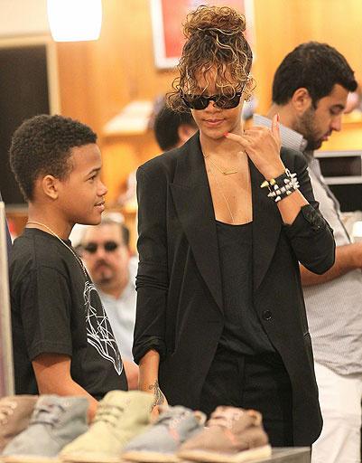 Рианна (Rihanna) и ее младший брат Раджад (Radjad)