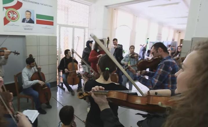 В Казани музыканты La Primavera устроили флэшмоб на избирательном участке