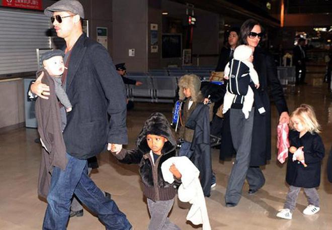 Большое семейство Анджелины Джоли и Брэда Питта.
