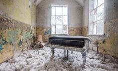 Зловещие фотографии пианино в заброшенных домах (галерея)