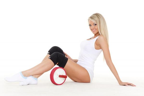 Как заниматься с гимнастическим колесом