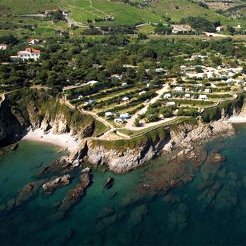 Кемпинг находится прямо на побережье Средизменого моря - в нескольких десятках километров от франко-испанской границы.