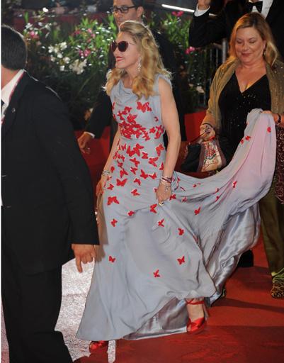 Мадонна (Madonna) на красной ковровой дорожке Венецианского кинофестиваля.