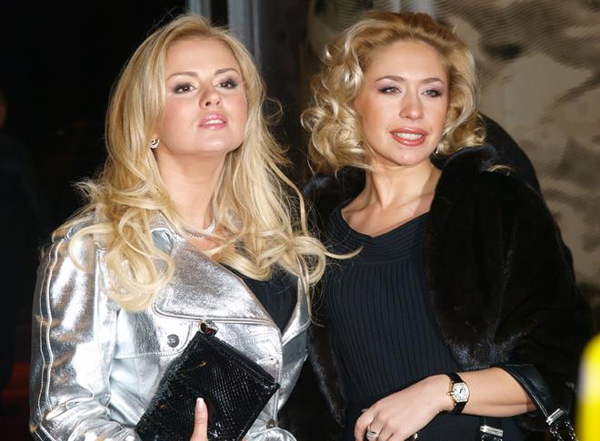 Анна Семенович с подругой